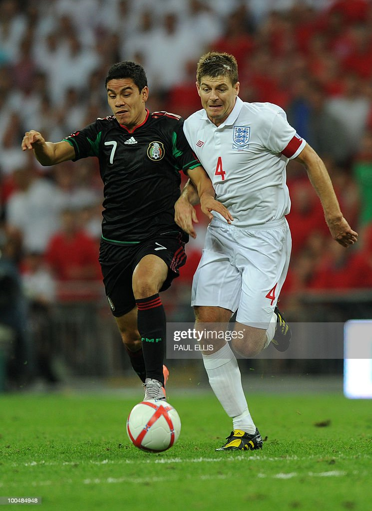 Mexico's Pablo Barrera (L) holds off a challenge from England's Steven Gerrard during their international friendly football match at Wembley Stadium in London on May 24, 2010 AFP PHOTO/Paul Ellis