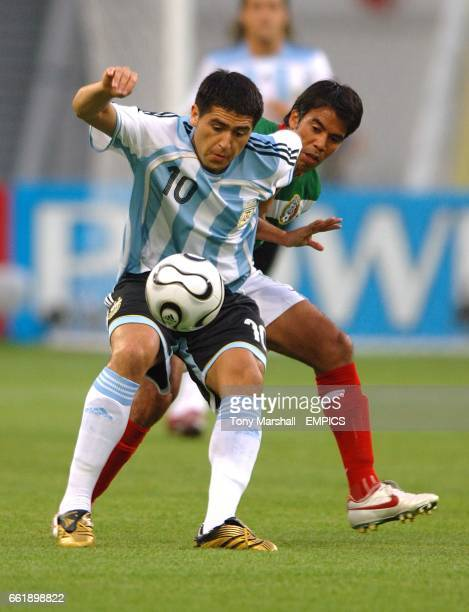 Mexico's Pavel Pardo and Argentina's Juan Riquelme
