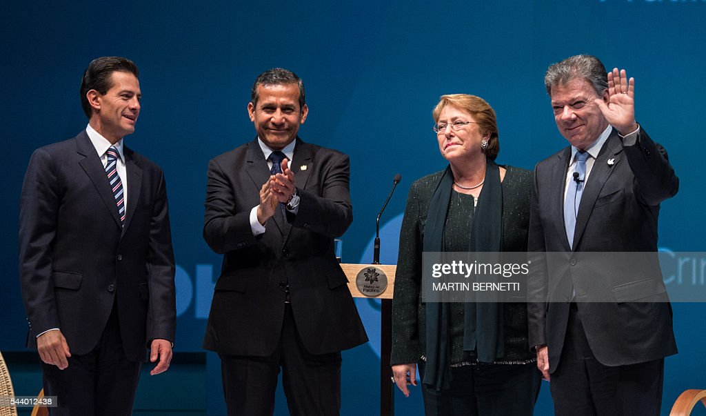 Mexico's President Enrique Pena Nieto, Peru's President Ollanta Humala, Chile's President Michelle Bachelet and Colombia's President Juan Manuel Santos, attend the III Pacific Alliance Business Summit in Frutillar, 1.100 km south of Santiago, Chile, June 30, 2016. / AFP / MARTIN