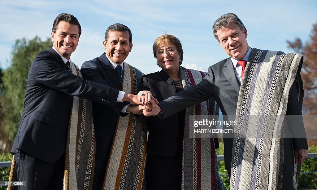Mexico's President Enrique Pena Nieto, Peru's President Ollanta Humala, Chile's President Michelle Bachelet and Colombia's President Juan Manuel Santos pose for the official picture of the XI Pacific Alliance Summit in Puerto Varas, 1150 km south of Santiago, Chile, on July 1, 2016. / AFP / Martin BERNETTI