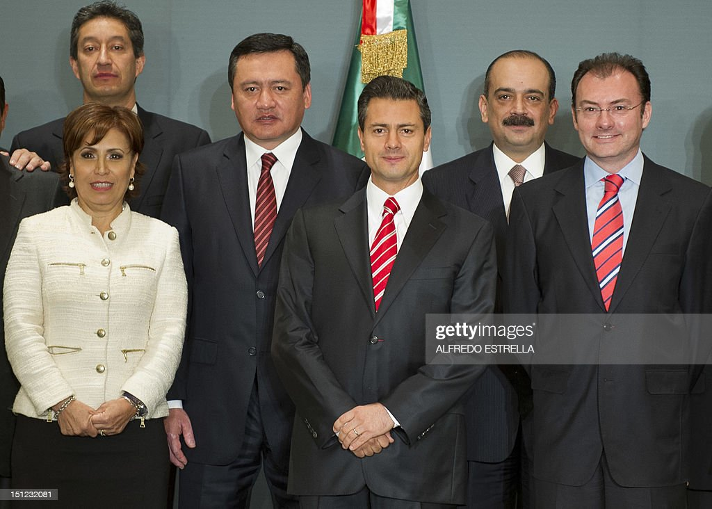 Mexico's President-elect Enrique Pena Nieto (C) poses with his transition team -- with members of the current government and the future one, towards his inauguration on December 1 -- after presenting it in a press conference in Mexico City on September 4, 2012. Pictured here, Erwin Lino Zarate (L, back), Mexico City's former mayor Rosario Robles (L), fomer governor of the state of Hidalgo and current collaborator of Pena Nieto, Miguel Angel Osorio Chong, (3-L), Sebastian Lerdo de Tejada (2-R) and Luis Videgary Caso. AFP PHOTO/Alfredo ESTRELLA