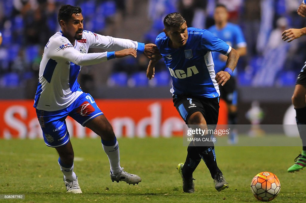 Mexico´s Puebla Patricio Araujo (L) vies for the ball with Argentina´s Racing Gustavo Bou during the Copa Libertadores 2016 football match at Cuauhtemoc stadium on February 3, 2016, in Puebla, Mexico. / AFP / MARIA