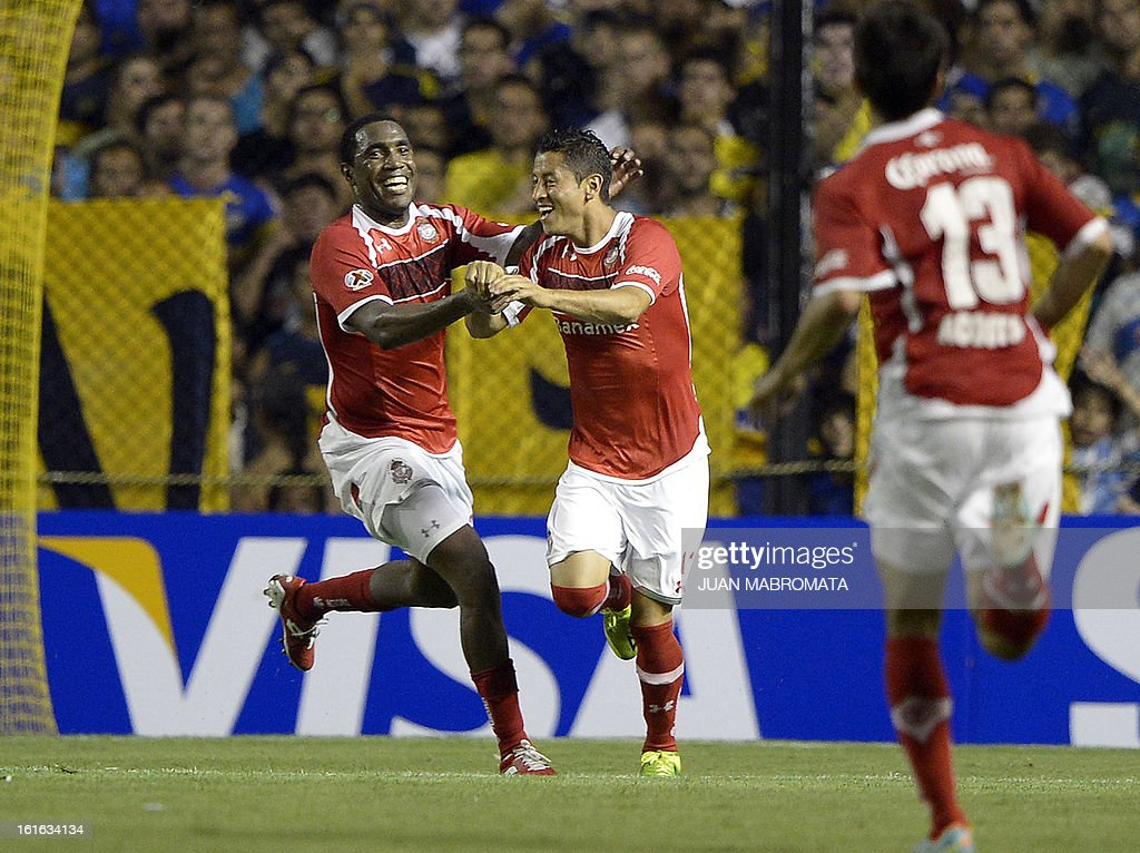 Mexico's Toluca forward Carlos Esquivel (C) celebrates with teammate forward Luis Tejada after scoring against Argentina's Boca Juniors during their Copa Libertadores 2013 Group 1 football match at 'La Bombonera' stadium in Buenos Aires, Argentina, on February 13, 2013. AFP PHOTO / Juan Mabromata