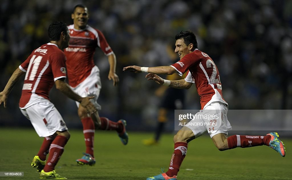 Mexico's Toluca forward Edgar Benitez (R) celebrates with teammates after scoring the team's second goal against Argentina's Boca Juniors during their Copa Libertadores 2013 Group 1 football match at 'La Bombonera' stadium in Buenos Aires, Argentina, on February 13, 2013. AFP PHOTO / ALEJANDRO PAGNI