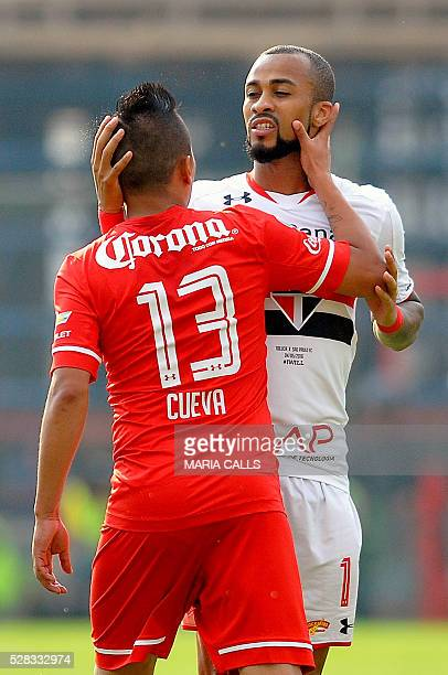 Mexico��s Toluca player Christian Cueva speaks with Brazil��s Sao Paulo player Wesley Lopes during their Copa Libertadores 2016 round before the...