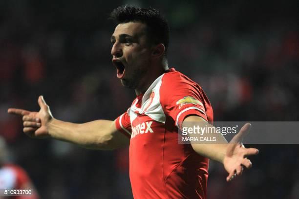 Mexico´s Toluca player Enrique Triverio celebrates his goal against Brazil´s Gremio during the Copa Libertadores 2016 football match at Nemesio Diez...