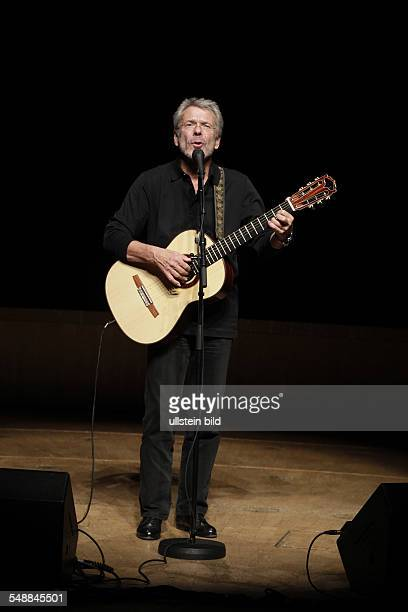 Mey Reinhard Singer Songwriter Composer Musician Germany performing in Cologne Germany Philharmonie