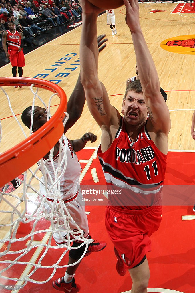 <a gi-track='captionPersonalityLinkClicked' href=/galleries/search?phrase=Meyers+Leonard&family=editorial&specificpeople=6893999 ng-click='$event.stopPropagation()'>Meyers Leonard</a> #11 of the Portland Trail Blazers dunks the ball against the Chicago Bulls on March 21, 2013 at the United Center in Chicago, Illinois.