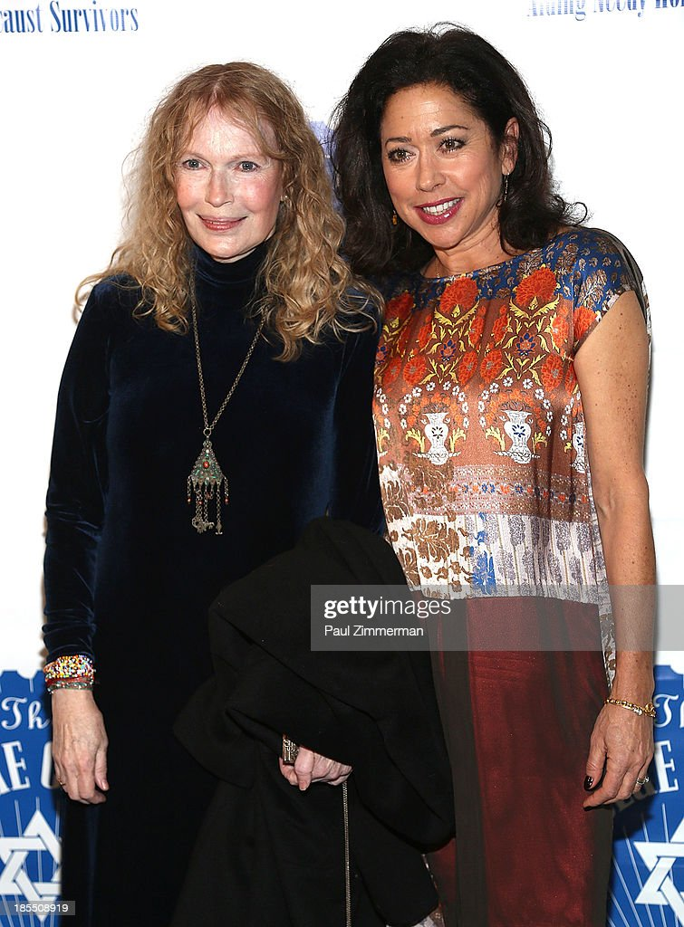 <a gi-track='captionPersonalityLinkClicked' href=/galleries/search?phrase=Mia+Farrow&family=editorial&specificpeople=93764 ng-click='$event.stopPropagation()'>Mia Farrow</a> (L) and actress Mimi Lieber attend the 79th annual Blue Card Benefit gala at American Museum of Natural History on October 21, 2013 in New York City.