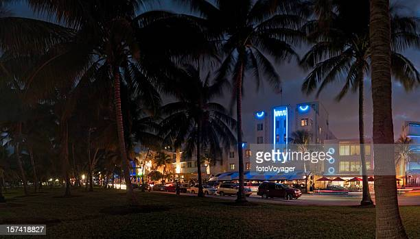 Miami Beach Hotel in stile Art Deco di notte, Florida neon