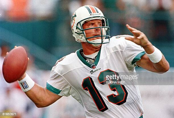 Miami Dolphins quarterback Dan Marino gets ready to throw a pass in first quarter action in Mimi's NFL season opener against the Indianapolis Colts...