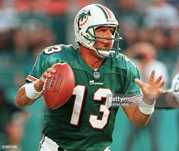 Miami Dolphins quarterback Dan Marino looks for an open receiver during first quarter action of their preseason game against the Green Bay Packers 28...