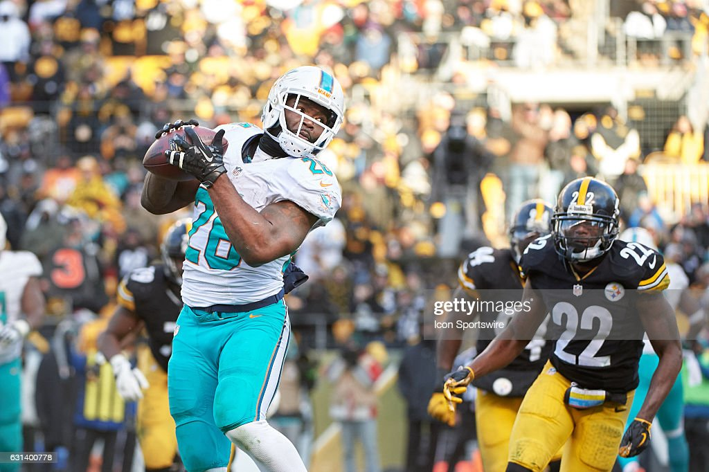 Miami Dolphins running back Damien Williams (26) catches a pass from quarterback Matt Moore before running 4 yards to the end zone for a touchdown in the fourth quarter during a NFL AFC Wild Card football game between the Pittsburgh Steelers and the Miami Dolphins on January 8, 2017 at Heinz Field in Pittsburgh, PA. The Steelers went on to win the game 30-12, advancing to the divisional playoff game.