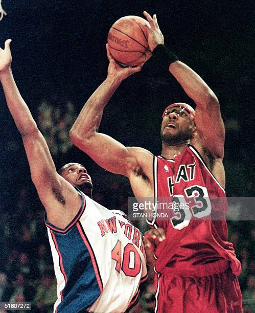 Miami Heat center Alonzo Mourning shoots over New York Knicks forward Kurt Thomas in the first quarter of the third game of their first round playoff...
