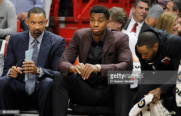 Miami Heat center Hassan Whiteside seats next to assistant coach Juwan Howard left in the second quarter against the Indiana Pacers at...