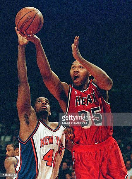 Miami Heat forward Clarence Weatherspoon drives past New York Knicks forward Kurt Thomas for a basket in the first quarter 05 May at Madison Square...