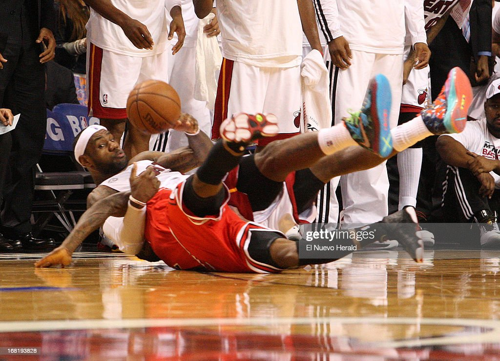 Miami Heat guard LeBron James fights for a loose ball with Chicago Bulls guard Nate Robinson during second-half action in the NBA Eastern Conference playoffs at the AmericanAirlines Arena in Miami, Florida, Monday, May 6, 2013.