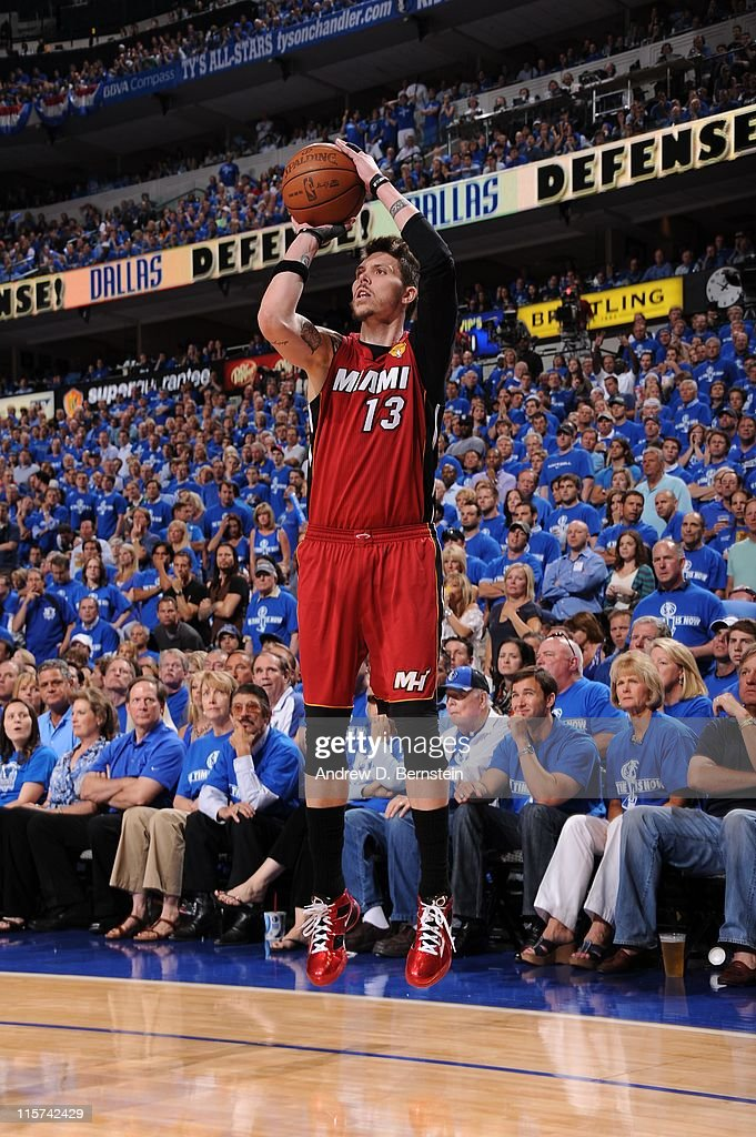 Miami Heat shooting guard <a gi-track='captionPersonalityLinkClicked' href=/galleries/search?phrase=Mike+Miller+-+Jugador+de+baloncesto&family=editorial&specificpeople=201801 ng-click='$event.stopPropagation()'>Mike Miller</a> #13 goes for a jump shot during the play against the Dallas Mavericks during Game Four of the 2011 NBA Finals on June 7, 2011 at the American Airlines Center in Dallas, Texas. The Mavericks won 86-83.