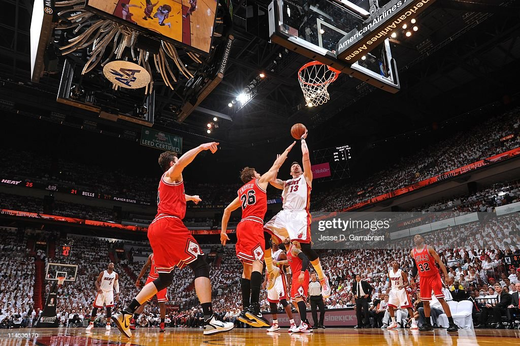 Miami Heat shooting guard <a gi-track='captionPersonalityLinkClicked' href=/galleries/search?phrase=Mike+Miller+-+Joueur+de+basketball&family=editorial&specificpeople=201801 ng-click='$event.stopPropagation()'>Mike Miller</a> #13 goes to the basket during the play against the Chicago Bulls in Game Three of the Eastern Conference Finals in the 2011 NBA Playoffs on May 22, 2011 at the American Airlines Arena in Miami, Florida. The Heat won 96-85.