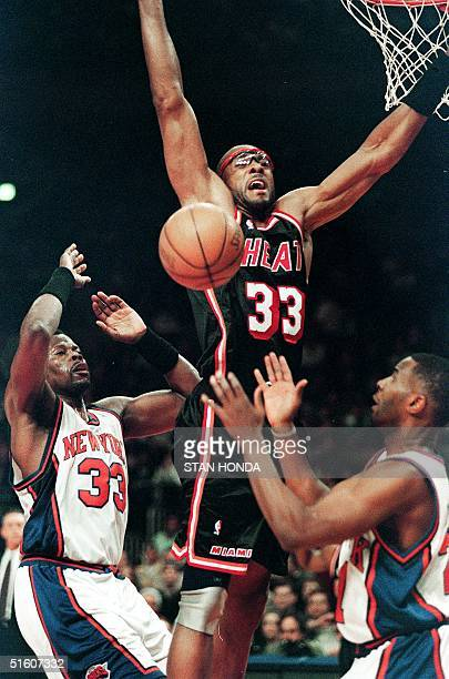 Miami Heat's Alonzo Mourning loses control of the ball before defending New York Knicks' Charlie Ward and Patrick Ewing in the first quarter of the...