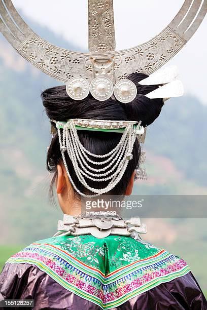 ミャオの少女のシルバーの帽子