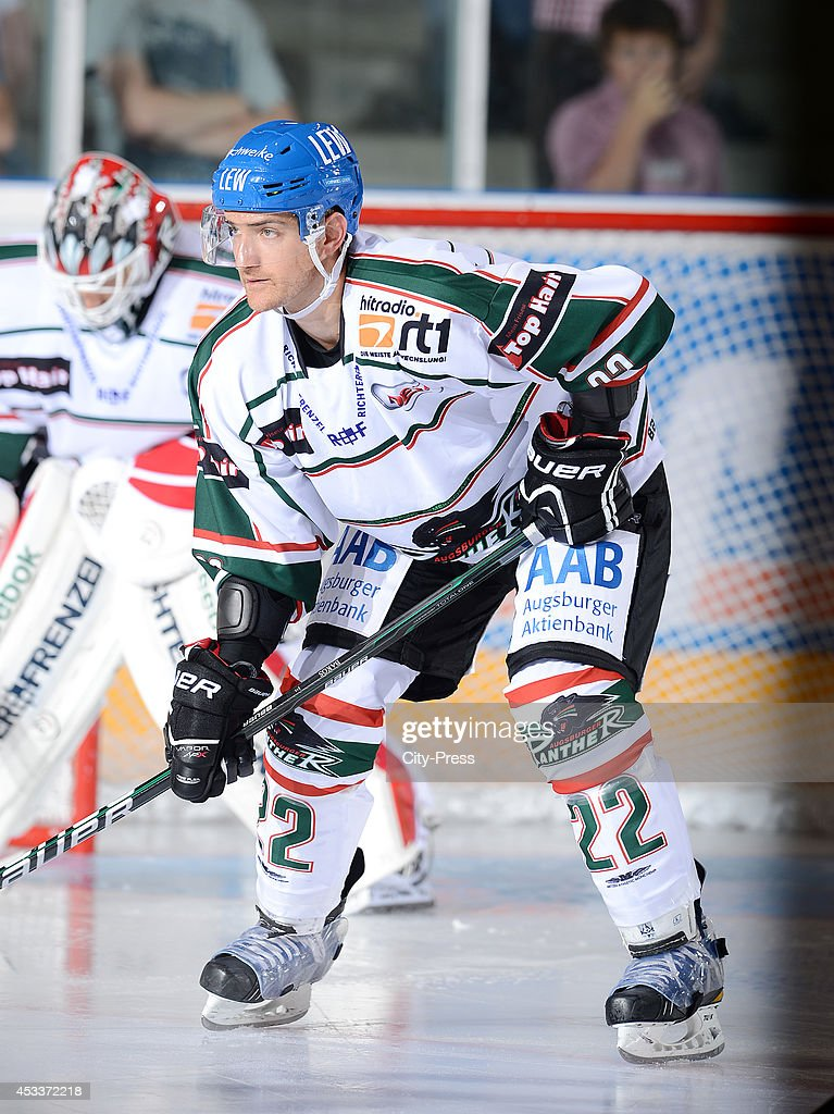 Michael Bakos during a DEL game in Augsburg Germany