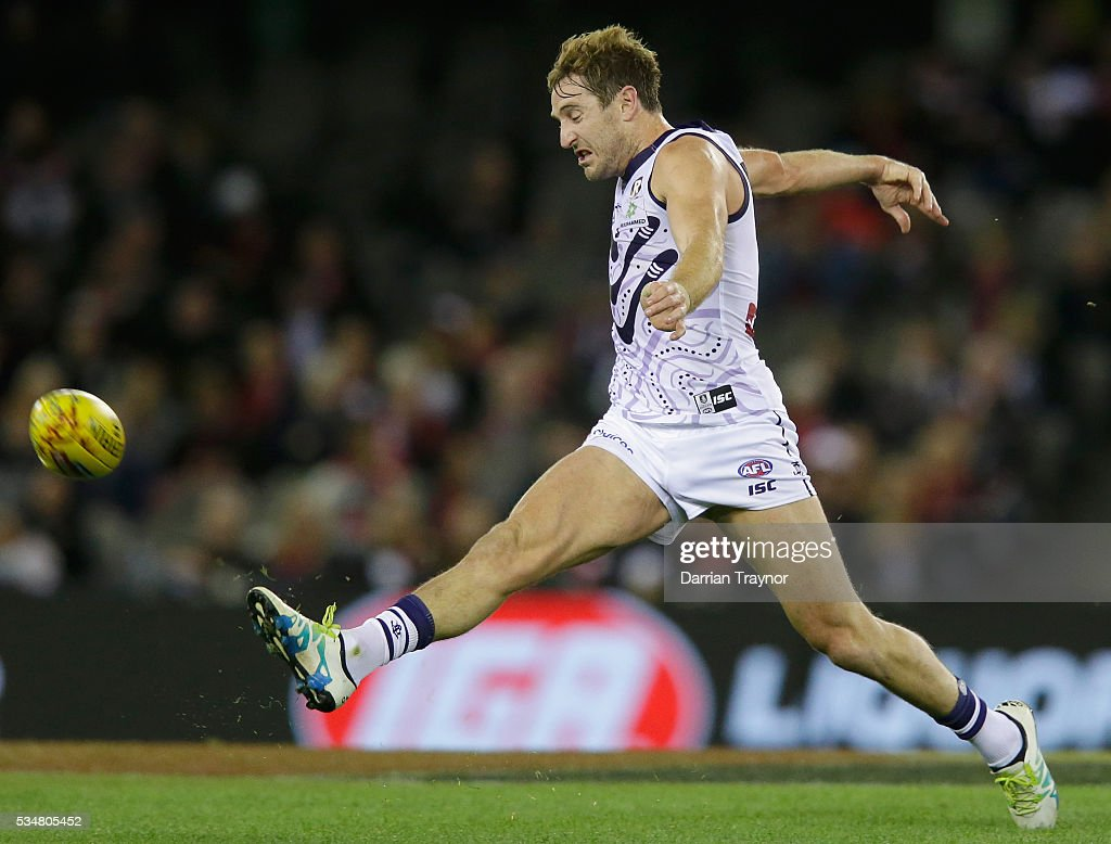Michael Barlow of the Dockers kicks the ball during the round 10 AFL match between the St Kilda Saints and the Fremantle Dockers at Etihad Stadium on May 28, 2016 in Melbourne, Australia.