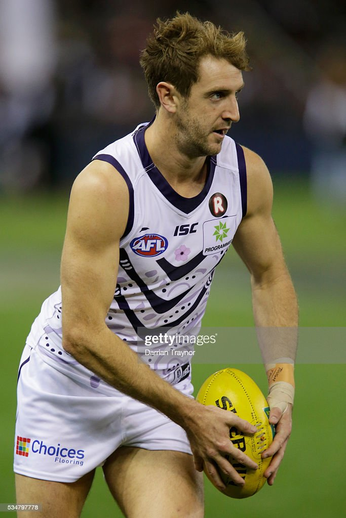 Michael Barlow of the Dockers warms up before the round 10 AFL match between the St Kilda Saints and the Fremantle Dockers at Etihad Stadium on May 28, 2016 in Melbourne, Australia.