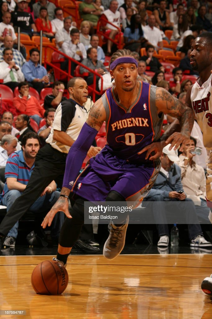<a gi-track='captionPersonalityLinkClicked' href=/galleries/search?phrase=Michael+Beasley&family=editorial&specificpeople=4135134 ng-click='$event.stopPropagation()'>Michael Beasley</a> #0 of the Phoenix Suns drives to the basket against <a gi-track='captionPersonalityLinkClicked' href=/galleries/search?phrase=Dwyane+Wade&family=editorial&specificpeople=201481 ng-click='$event.stopPropagation()'>Dwyane Wade</a> #3 of the Miami Heat during a game on November 5, 2012 at American Airlines Arena in Miami, Florida.