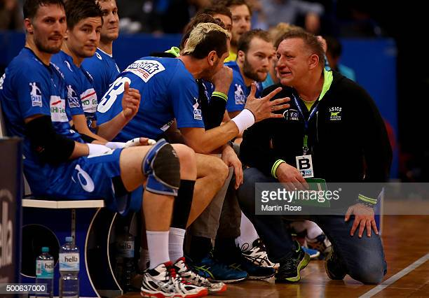 Michael Biegler head coach of Hamburg gives instructions to Pascal Hens during the DKB Bundesliga handball match between HSV Handball and Fuechse...