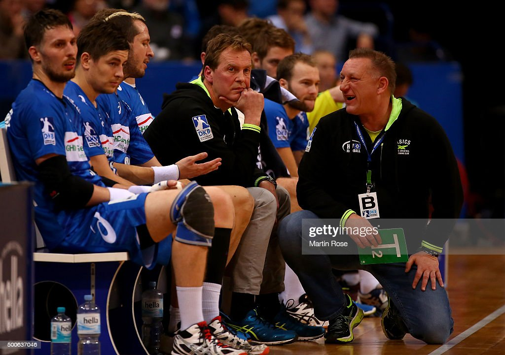 Michael Biegler head coach of Hamburg gives instructions to Pascal Hens during the DKB Bundesliga handball match between HSV Handball and Fuechse...