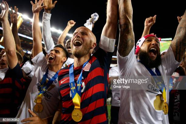 Michael Bradley and Tim Howard of United States celebrate after winning the CONCACAF Gold Cup 2017 final match between United States and Jamaica at...