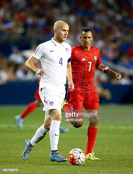 Michael Bradley of the USA controls the ball as Blas Perez of Panama defends during the CONCACAF Gold Cup match at Sporting Park on July 13 2015 in...