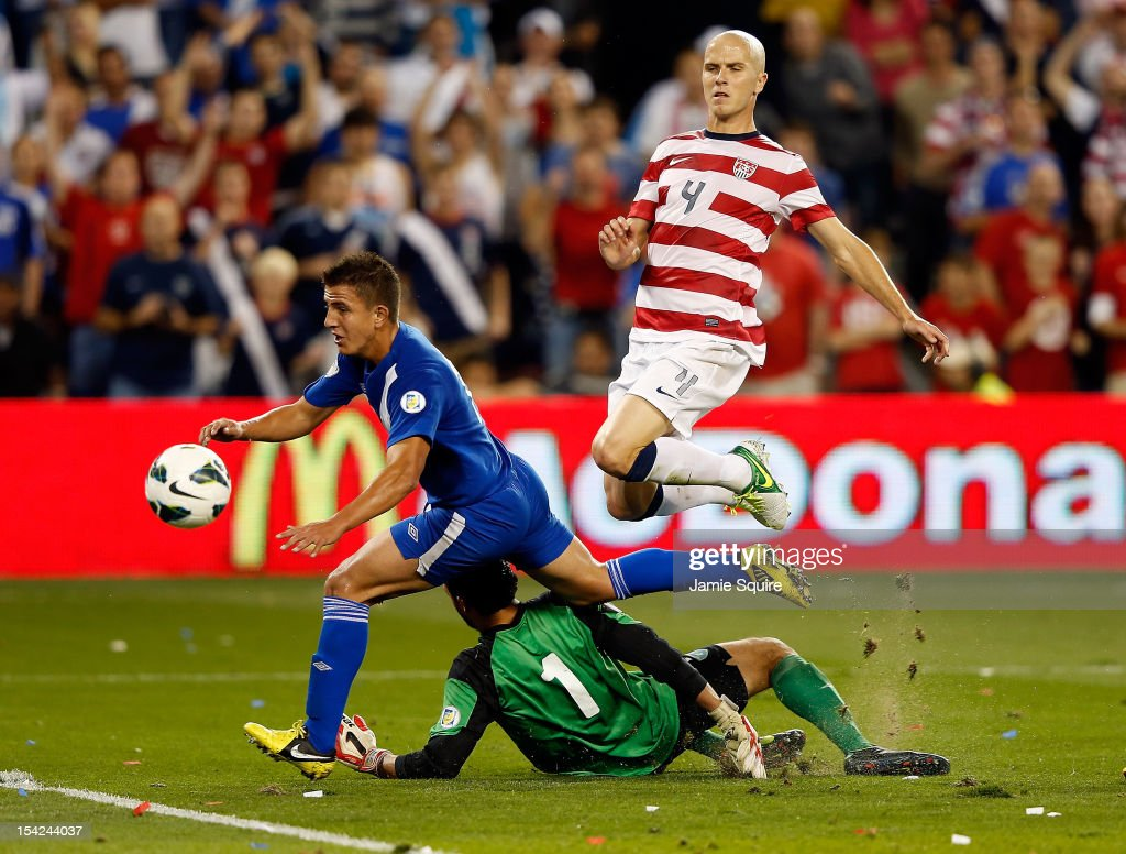 Michael Bradley #4 of the USA evades goalkeeper Ricardo Jerez #1 on his way toward assiting a goal during the World Cup Qualifying match against Guatemala at LiveStrong Sporting Park on October 16, 2012 in Kansas City, Kansas.