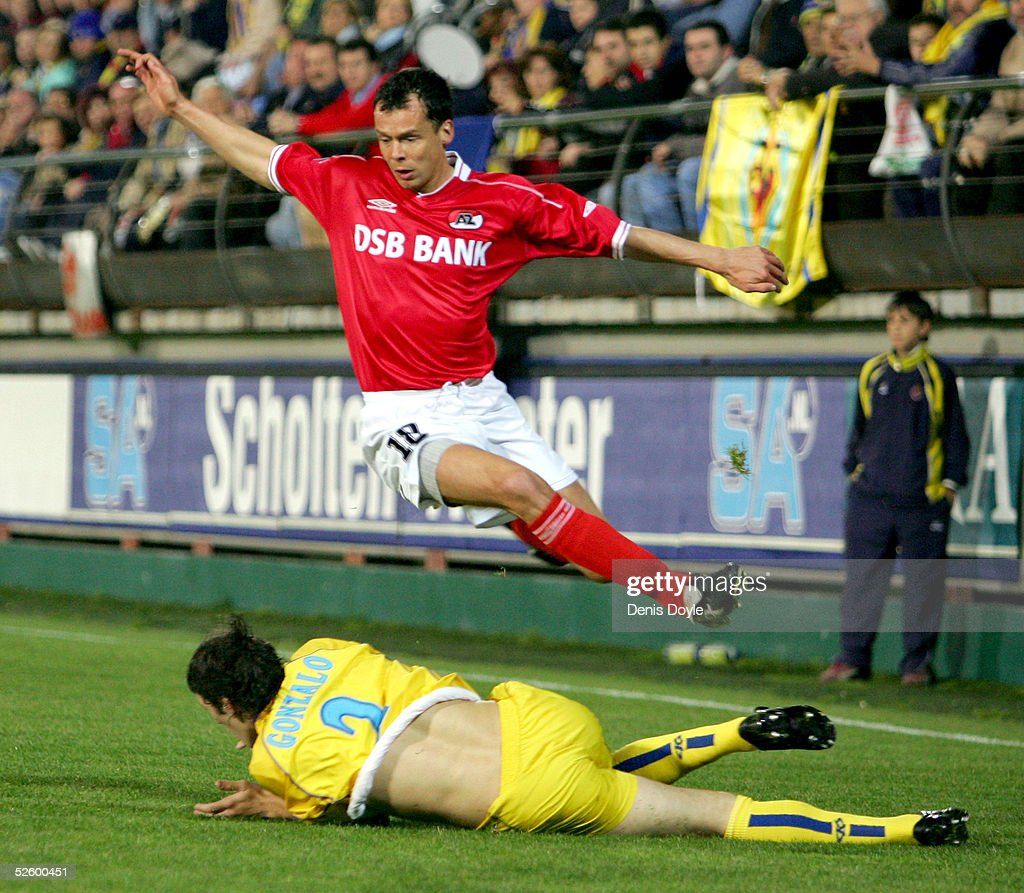 Michael Buskermolen of AZ Alkmaar flies over Javier Gonzalo of Villareal during the UEFA Cup QuarterFinal first leg match between Villareal and AZ...