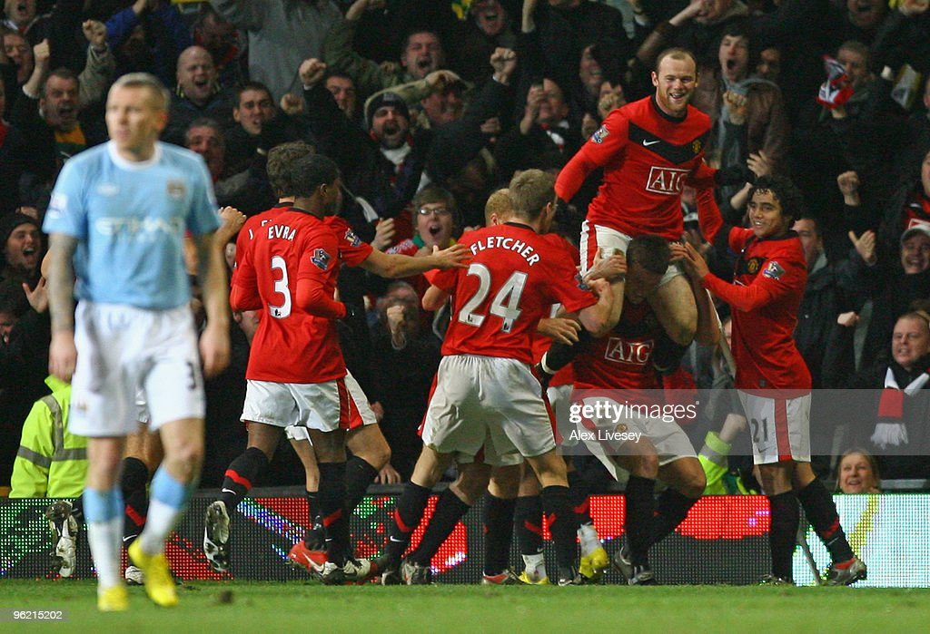 Manchester United v Manchester City - Carling Cup Semi Final : News Photo