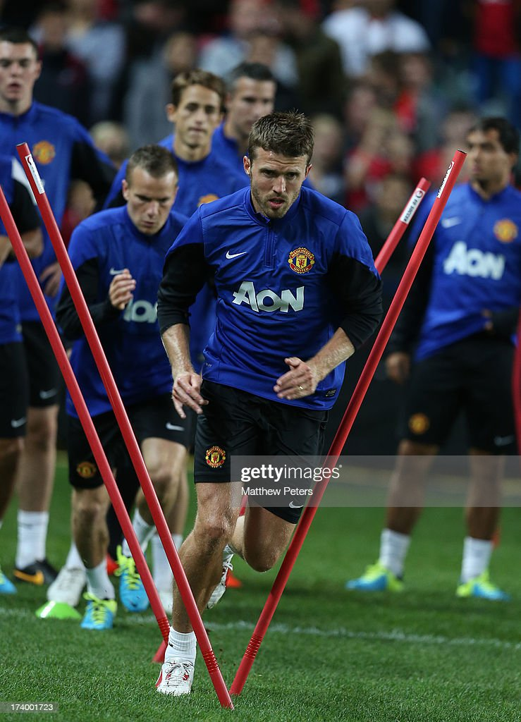 <a gi-track='captionPersonalityLinkClicked' href=/galleries/search?phrase=Michael+Carrick&family=editorial&specificpeople=214599 ng-click='$event.stopPropagation()'>Michael Carrick</a> of Manchester United in action during a first team training session as part of their pre-season tour of Bangkok, Australia, China, Japan and Hong Kong on July 19, 2013 in Sydney, Australia.