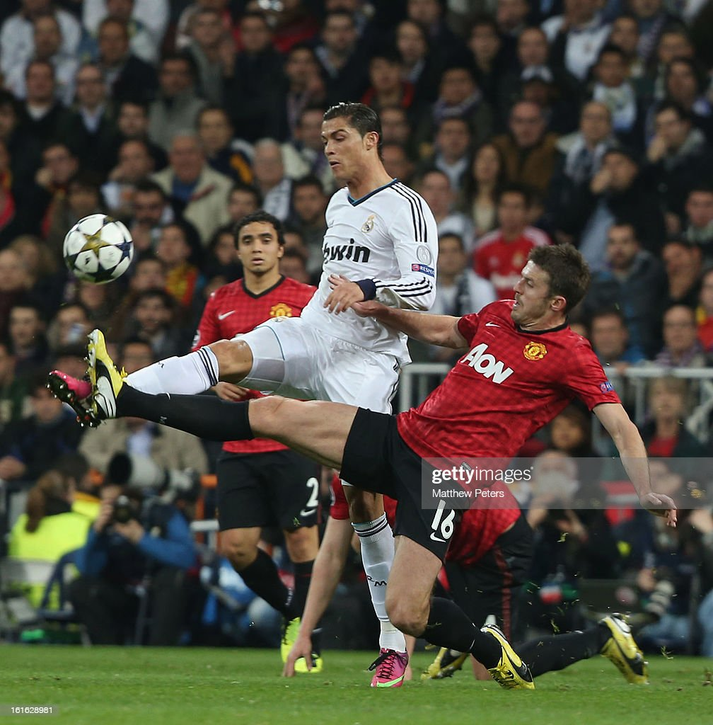 Michael Carrick of Manchester United in action with Cristiano Ronaldo of Real Madrid during the UEFA Champions League Round of 16 first leg match between Real Madrid and Manchester United at Estadio Santiago Bernabeu on February 13, 2013 in Madrid, Spain.