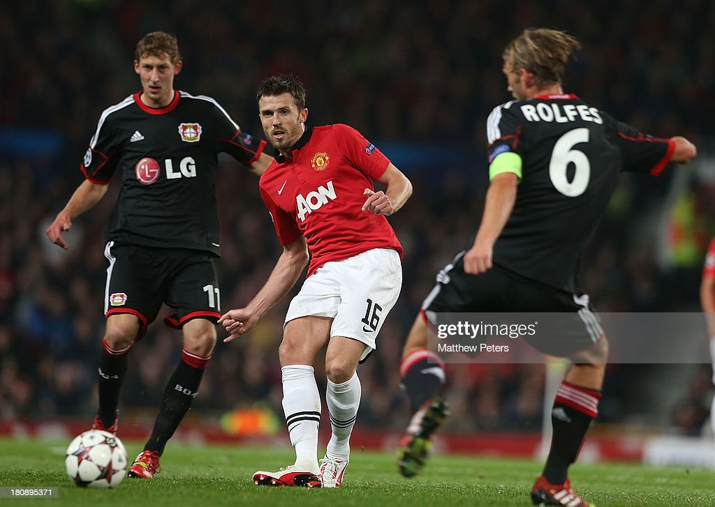Michael Carrick of Manchester United in action with Stefan Kiessling and Simon Rolfes of Bayer Leverkusen during the UEFA Champions League Group A...