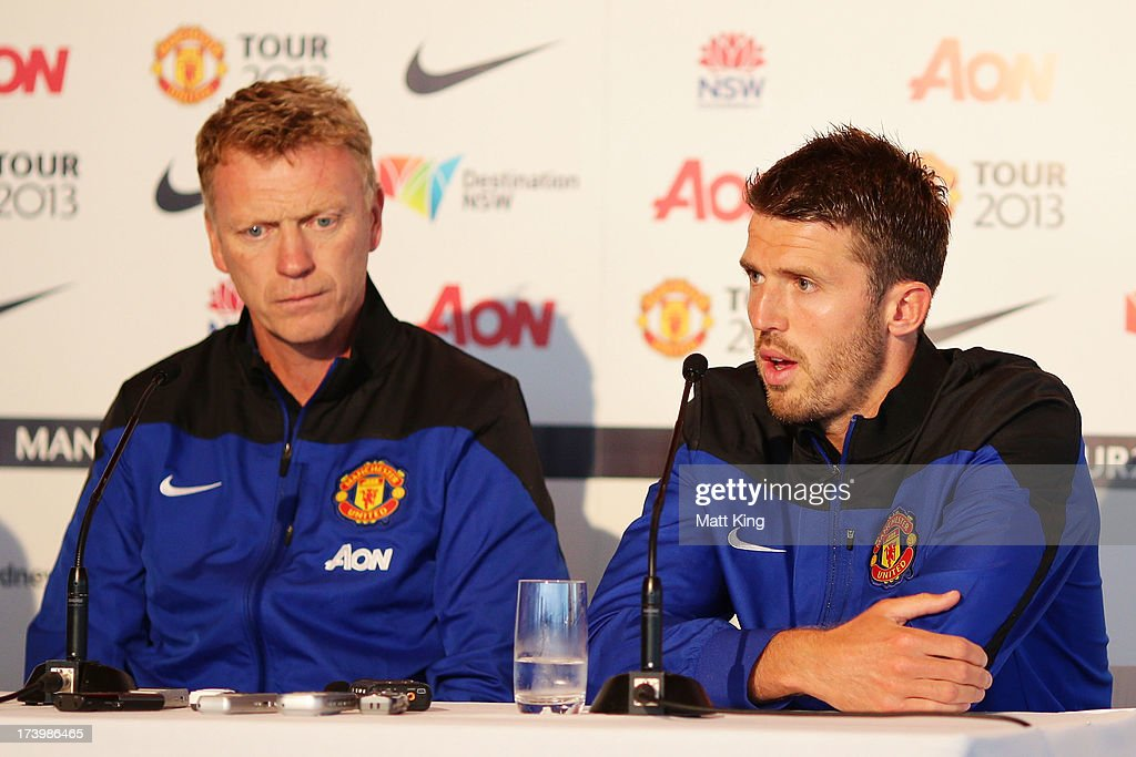 <a gi-track='captionPersonalityLinkClicked' href=/galleries/search?phrase=Michael+Carrick&family=editorial&specificpeople=214599 ng-click='$event.stopPropagation()'>Michael Carrick</a> (R) speaks to the media as Manchester United manager <a gi-track='captionPersonalityLinkClicked' href=/galleries/search?phrase=David+Moyes&family=editorial&specificpeople=215482 ng-click='$event.stopPropagation()'>David Moyes</a> (L) looks on during a Manchester United press conference at Museum of Contemporary Art on July 19, 2013 in Sydney, Australia.