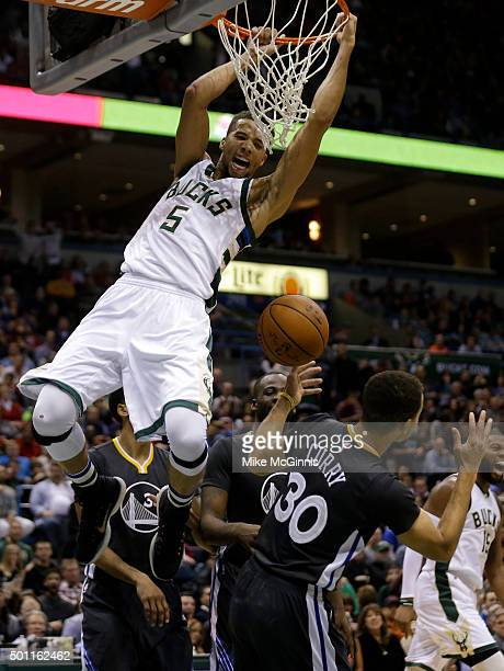 Michael CarterWilliams dunks the basketball on Stephen Curry of the Golden State Warriors during the fourth quarter at BMO Harris Bradley Center on...