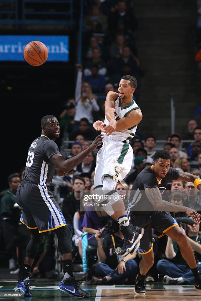 <a gi-track='captionPersonalityLinkClicked' href=/galleries/search?phrase=Michael+Carter-Williams&family=editorial&specificpeople=7621167 ng-click='$event.stopPropagation()'>Michael Carter-Williams</a> #5 of the Milwaukee Bucks passes the ball during the game against the Golden State Warriors on December 12, 2015 at the BMO Harris Bradley Center in Milwaukee, Wisconsin.