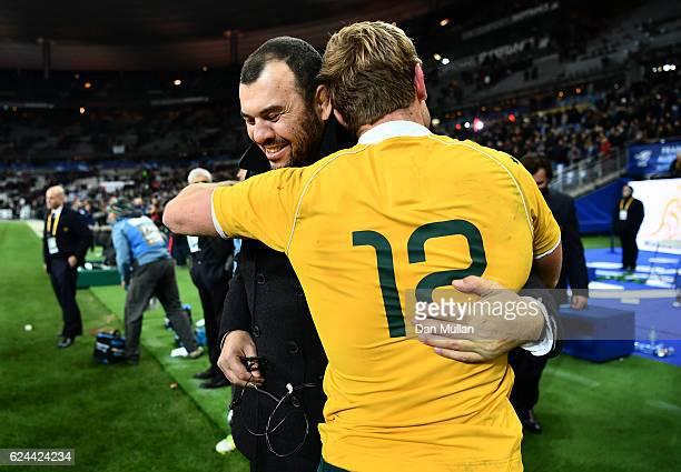 Michael Cheika Head Coach of Australia celebrates with Kyle Godwin of Australia following the international match between France and Australia at...