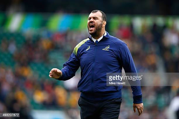 Michael Cheika Head Coach of Australia gives instructions prior to the 2015 Rugby World Cup Quarter Final match between Australia and Scotland at...
