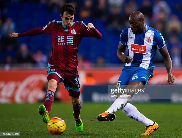 Michael Ciani of RCD Espanyol makes a pass next to Ruben Pardo of Real Sociedad de Futbol during the La Liga match between RCD Espanyol and Real...