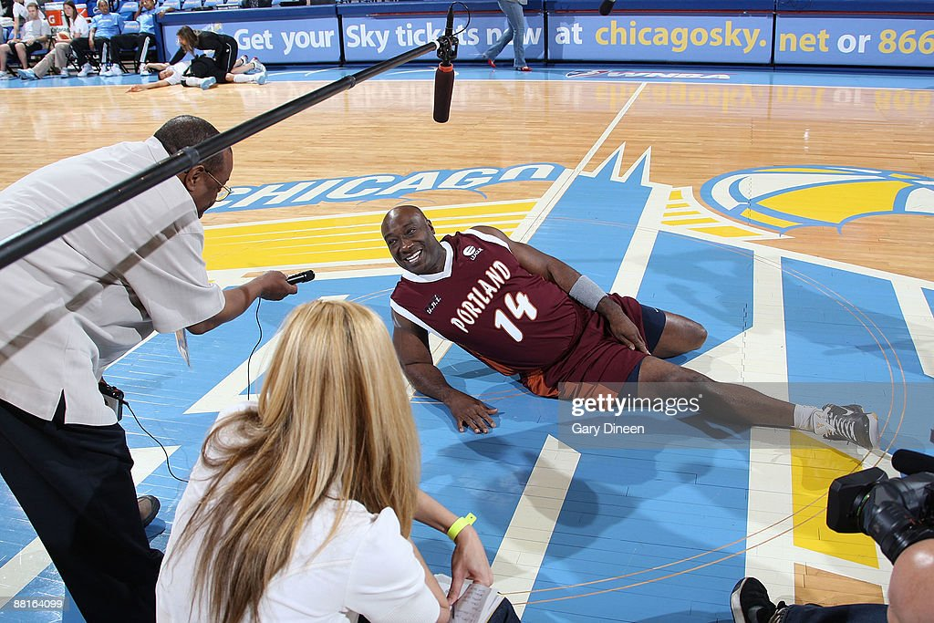 Michael Clark Duncan of the Entertainment League Celebrity Team speaks to reporters prior to the 2009 Basketball Battle of the Sexes game against the...