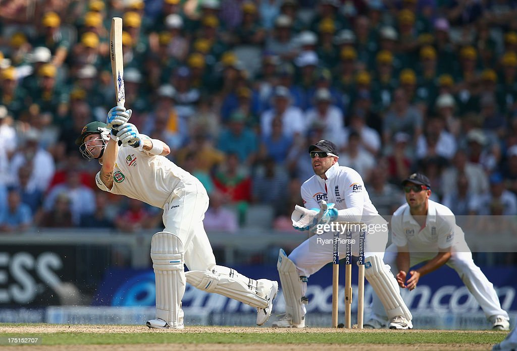 Michael Clarke of Australia bats as <a gi-track='captionPersonalityLinkClicked' href=/galleries/search?phrase=Matt+Prior+-+Jogador+de+cr%C3%ADquete&family=editorial&specificpeople=13652111 ng-click='$event.stopPropagation()'>Matt Prior</a> of England keeps wicket during day one of the 3rd Investec Ashes Test match between England and Australia at Old Trafford Cricket Ground on August 1, 2013 in Manchester, England.