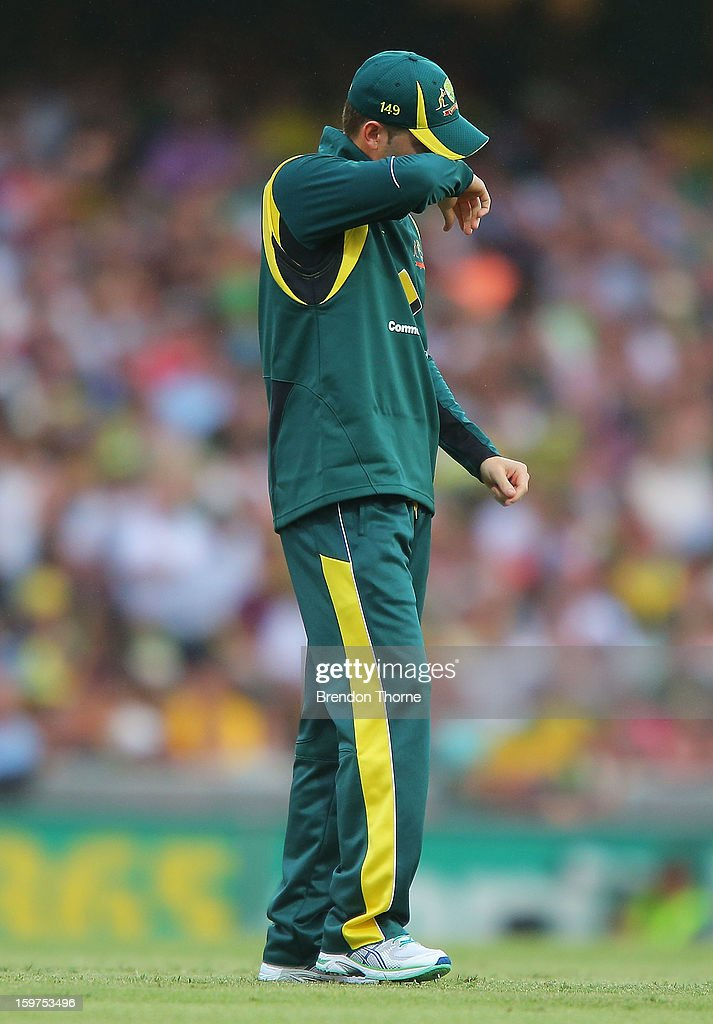 Michael Clarke of Australia looks dejected as Sri Lanka score another boundry during game four of the Commonwealth Bank one day international series between Australia and Sri Lanka at Sydney Cricket Ground on January 20, 2013 in Sydney, Australia.