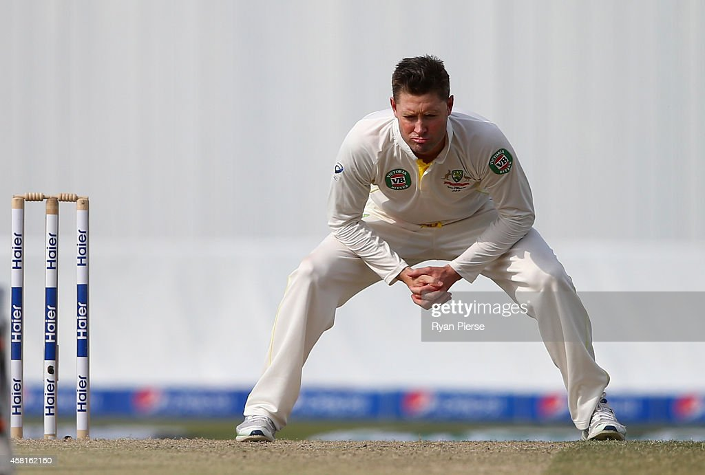 <a gi-track='captionPersonalityLinkClicked' href=/galleries/search?phrase=Michael+Clarke+-+Joueur+de+cricket&family=editorial&specificpeople=175853 ng-click='$event.stopPropagation()'>Michael Clarke</a> of Australia reacts while bowling during Day Two of the Second Test between Pakistan and Australia at Sheikh Zayed Stadium at Sheikh Zayed stadium on October 31, 2014 in Abu Dhabi, United Arab Emirates.