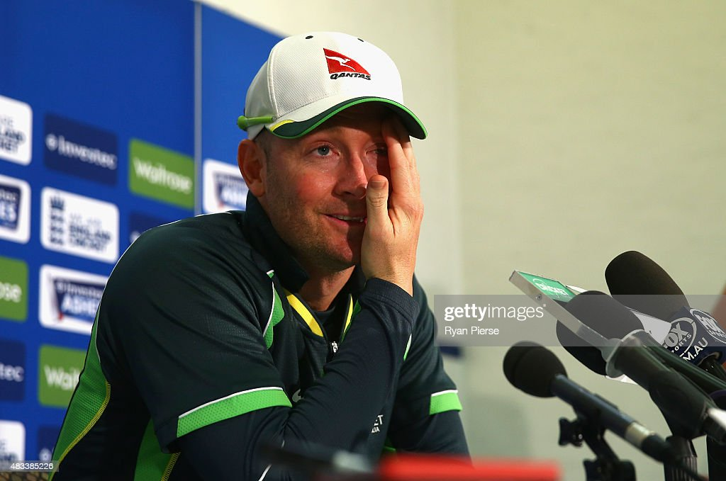 <a gi-track='captionPersonalityLinkClicked' href=/galleries/search?phrase=Michael+Clarke+-+Joueur+de+cricket&family=editorial&specificpeople=175853 ng-click='$event.stopPropagation()'>Michael Clarke</a> of Australia speaks during a press conference after he announced his retirement during day three of the 4th Investec Ashes Test match between England and Australia at Trent Bridge on August 8, 2015 in Nottingham, United Kingdom.